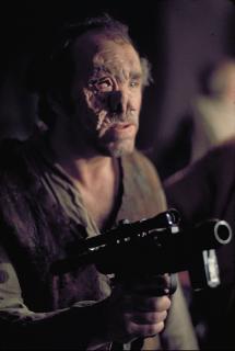 Dr. Cornelius Evazan - to on mówił Luke'owi Skywalkerowi, że ma wyrok śmierci w 12 systemach. Pracował on jako szalony chirurg dopuszczający się okrutnych czynów
