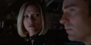 """Dialog Capa i Czarnej Wdowy sugeruje, że Mściciele mają plan działania - bohaterka zapewnia nawet Rogersa, że """"to może się udać"""" - być może ten plan zakłada wykorzystanie podróży w czasie..."""