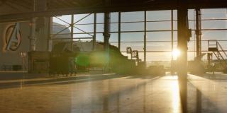 """Po raz pierwszy od finałowej sekwencji filmu """"Czas Ultrona"""" mamy okazję zobaczyć hangar siedziby Avengers; internauci zwracają uwagę, że wschodzące nad nim Słońce może być symbolem nadziei"""