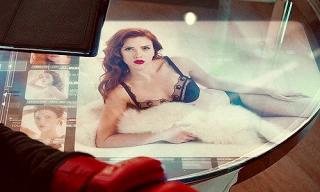 Sceny, na które dziś w MCU by nie pozwolono: Tony Stark ogląda zdjęcia Czarnej Wdowy w bieliźnie