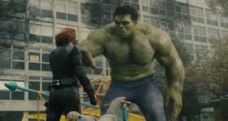 """Zapytany o to, czy romans Hulka i Czarnej Wdowy już się skończył, Ruffalo odpowiada: """"Oni są kochankami zapisanymi sobie w gwiazdach, więc do końca życia będą się z tym zmagać, tak sądzę. Czy to będzie odwzajemniona miłość czy nie, nie wydaje mi się, by jakoś szybko to uczucie odeszło""""."""
