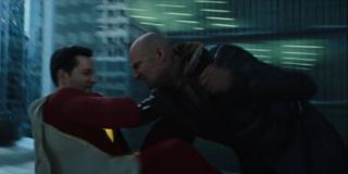 """Scena walki Shazama i Sivany wydaje się hołdem dla tego, jak Zack Snyder pokazał pojedynek Supermana i Generała Zoda w """"Człowieku ze stali"""" - widać to nawet w ułożeniu ciał obu rywali"""