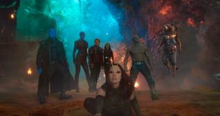 """2014: Rozgrywa się akcja obu części """"Strażników Galaktyki"""". Star-Lord, Gamora, Rocket, Groot i Drax pokonują Ronana, a następnie Ego. Do drużyny dołącza Mantis. Yondu ponosi bohaterską śmierć."""