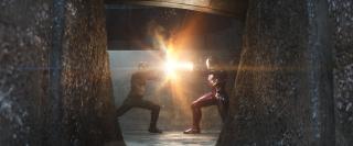 """2016: Rozgrywa się akcja filmu """"Kapitan Ameryka: Wojna bohaterów"""". Avengers dzielą się na 2 obozy. T'Chaka ginie w zamachu terrorystycznym przygotowanym przez Barona Zemo, który wrobił w to Zimowego Żołnierza. Iron Man rekrutuje Petera Parkera. Zwolennicy Kapitana Ameryki muszą się ukrywać. Inni, jak Hawkeye i Ant-Man, zgadzają się na areszt domowy. Bucky przechodzi leczenie w Wakandzie."""