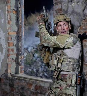 Lata 2000.: Frank Castle i Erik Killmonger służą w armii w trakcie wojny z terroryzmem.