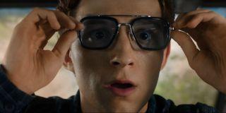 W Spider-Man: Homecoming zbroja Parkera mówiła głosem Jennifer Connelly. Głos Edith, sztucznej inteligencji aktywowanej w dawnych okularach Starka, należy z kolei do Dawn Michelle King, asystentki montażysty zarówno w Daleko od domu, jak i innych odsłonach MCU – Homecoming, Ant-Mana, Thor: Mrocznego świata, Iron Mana czy Iron Mana 2.
