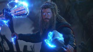Chris Hemsworth (Thor) – 76,4 mln USD; gaża podstawowa za Avengers: Endgame to ok. 15 mln USD