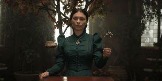 Tissaia (MyAnna Buring) - czarodziejka, członkini Kapituły Czarodziejów, była rektorka Aretuzy. W opowiadaniach postać ta nie pojawia się osobiście.