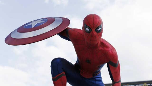 Akrobatyczne popisy Spider-Mana na planie Wojny bohaterów. Nowe wideo
