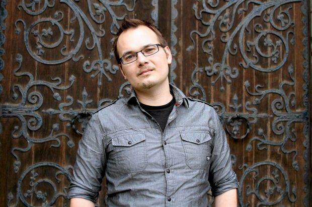 We wrześniu nowa powieść Krzysztofa Piskorskiego. Baśniowa okładka