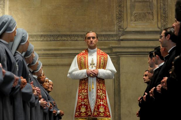 The Young Pope: pełen zwiastun serialu. Papież obwieszcza się Bogiem