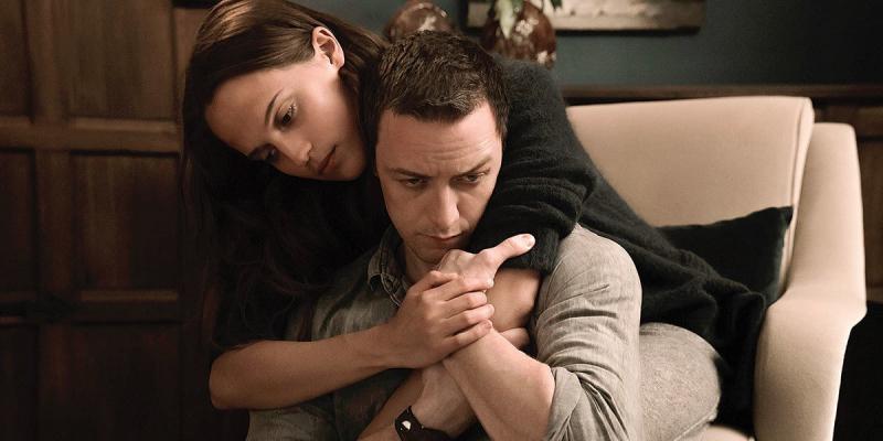 Alicia Vikander i James McAvoy w filmie Zanurzeni. Zobacz zwiastun