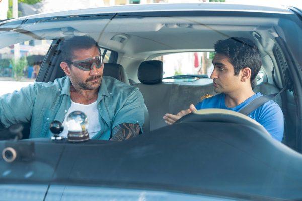 Stuber - międzynarodowy zwiastun komedii. Bautista i Nanjiani jako policjant i kierowca Ubera