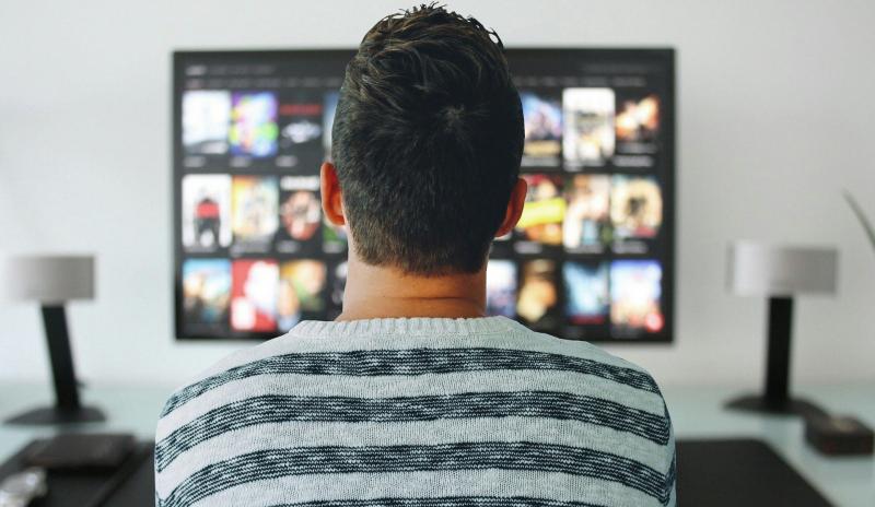 Ile CO2 generujemy oglądając filmy i serial na Netfiksie?