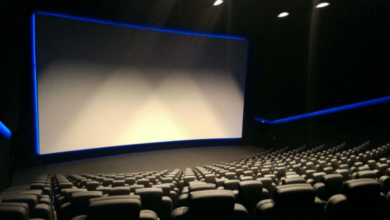 Koronawirus - kina zostaną zamknięte w USA? Amerykanie są podzieleni w tej sprawie