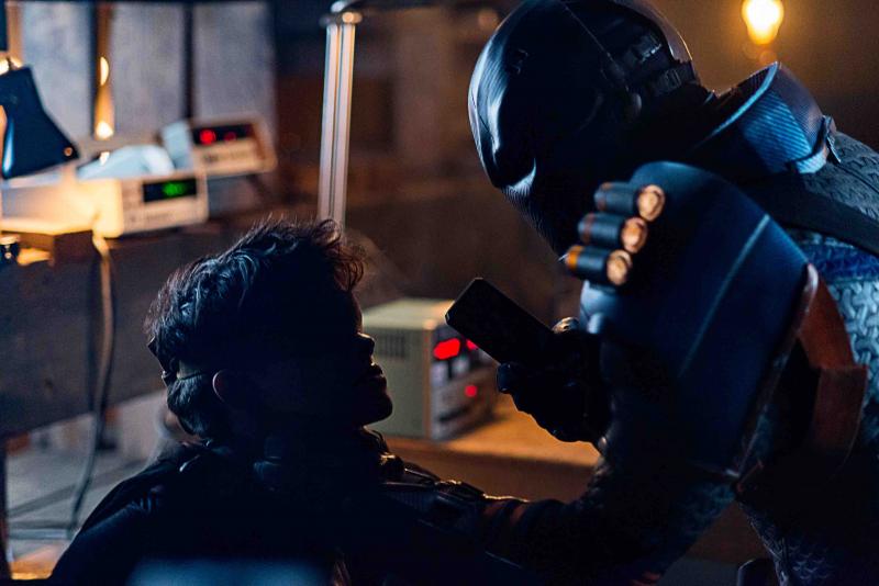 Titans - Deathstroke w końcu zaczyna straszyć. Zdjęcia z kolejnego odcinka