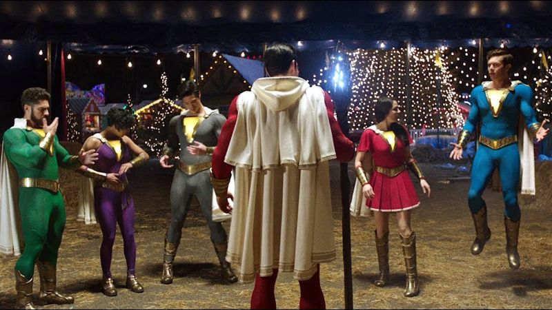 Shazam 2 - rodzina superbohaterów na zdjęciu z planu. Pierwsze spojrzenie na nowe kostiumy