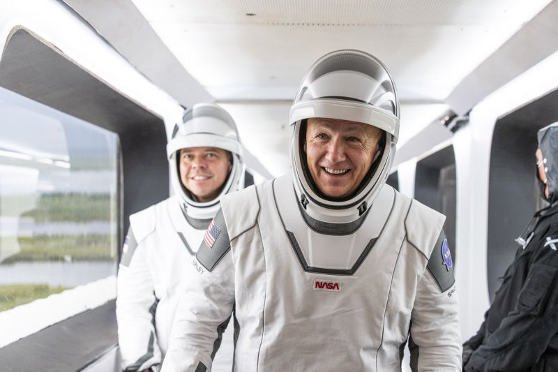 SpaceX - kosmonauci mieli stroje jak superbohaterowie. Tworzył je spec z Hollywood