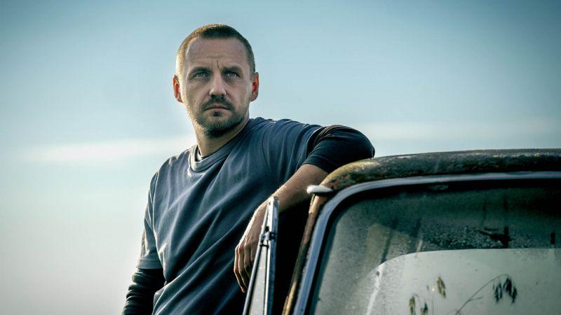 Na chwilę, na zawsze - piosenka Pawła Domagały promuje film. Zobacz teledysk