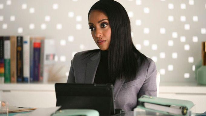 Supergirl - Azie Tesfai jako Guardian na zdjęciu z 6. sezonu serialu