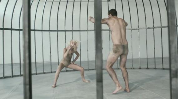 Kontrowersyjny Shia LaBeouf w nowym teledysku Sia
