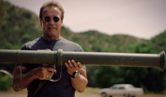 Arnold Schwarzenegger wysadza rzeczy w powietrze w szczytnym celu. Zobacz wideo