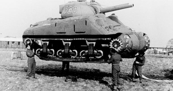 """Naziści i dmuchane czołgi! Będzie film wojenny pt. """"The Ghost Army"""""""