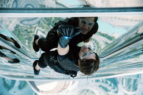 Wielka Brytania zmniejsza obostrzenia. Kiedy powrót na plan Mission Impossible 7?