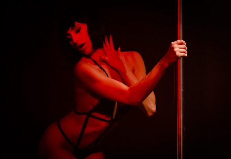 Żmuda Trzebiatowska robi striptiz w zwiastunie Gejszy