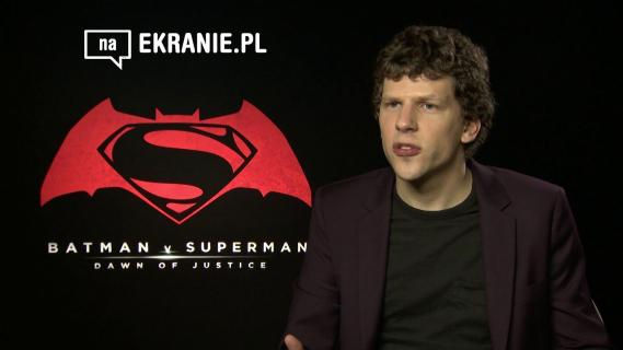 Jesse Eisenberg dla naEKRANIE.pl – obejrzyj wywiad z Lexem Luthorem z Batman v Superman