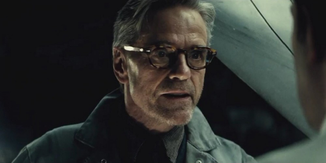 Obsada komiksowego serialu Watchmen coraz lepsza. Jeremy Irons z główną rolą