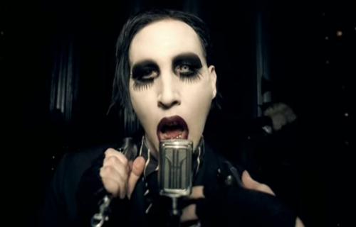 The New Pope - Marilyn Manson z gościnną rolą. Nowe zdjęcia
