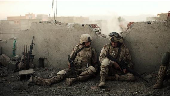 Jennifer Aniston i Alden Ehrenreich w filmie Żółtodzioby. Zobacz zwiastun
