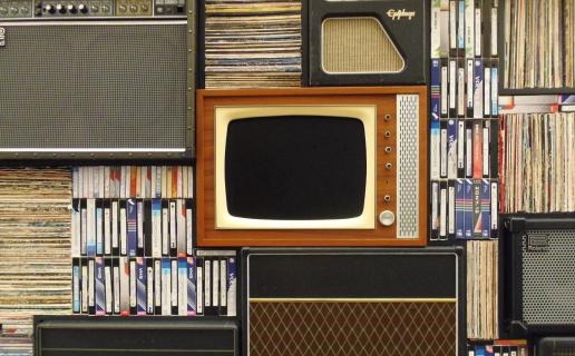 Wypożyczalnie kaset, ruskie tłoki, torrenty i filmy w kieszeni. O ewolucji oglądania