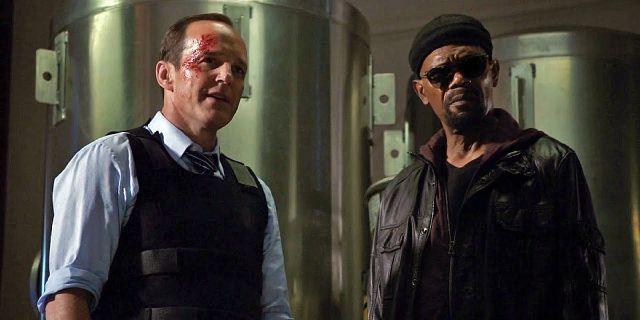 Captain Marvel – przezabawne spotkanie Fury'ego i Coulsona. MC Hammer w tle