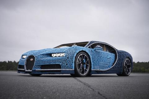 LEGO zbudowało replikę Bugatti Chiron w skali 1 do 1. Zobaczcie, jak jeździ