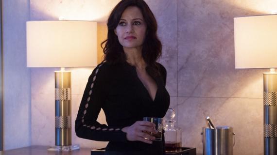 Jett - Carla Gugino jako światowej klasy złodziejka w serialu. Zobacz zwiastun