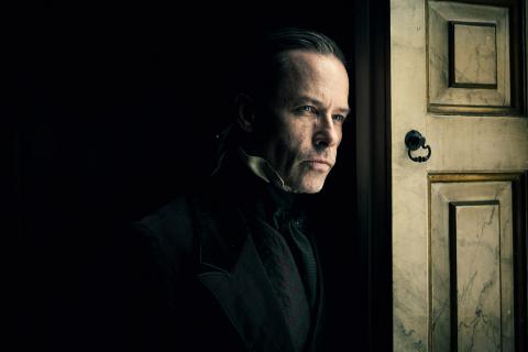 Opowieść wigilijna - teaser miniserialu BBC. Guy Pearce jako Ebenezer Scrooge