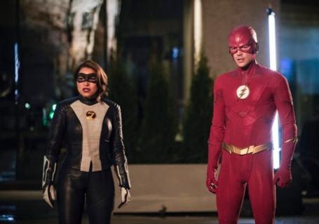 Flash - znany złoczyńca na zdjęciach z planu 6. sezonu serialu