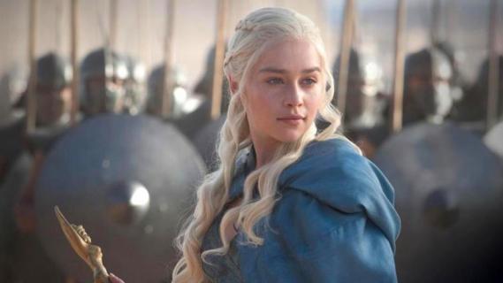 Gra o tron - Emilia Clarke zaimprowizowała słynną scenę z serialu w języku valyriańskim