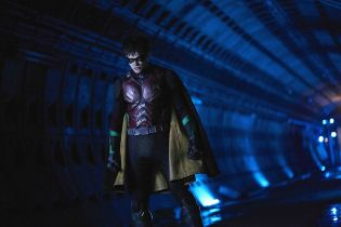 Titans vs. Doktor Light - w serialu szykuje się bitka. Zobacz zdjęcia