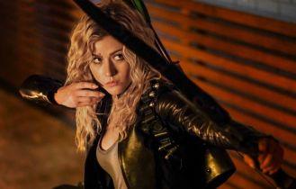 Arrow - Mia spotyka lidera gangu Deathstroke'ów w klipie z 8. sezonu serialu