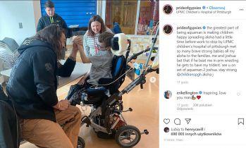 Jason Momoa odwiedza dziecięcy szpital i przegrywa Trójząb Aquamana