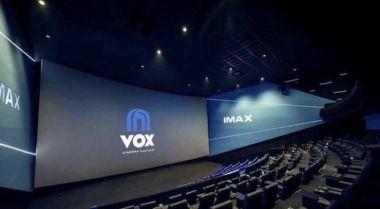 Koronawirus - w Emiratach Arabskich pracownicy kin pomagają w innych branżach