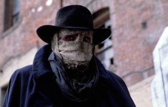 Człowiek ciemności, czyli wielki, mały film o zamaskowanym mścicielu. Co znaczy dla kina superbohaterskiego?