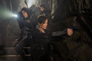 The Old Guard - Charlize Theron jako nieśmiertelna wojowniczka. Zdjęcia z filmu Netflixa