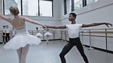 On Pointe - zwiastun serialu Disney+. Dokument przybliży wymagający świat baletu