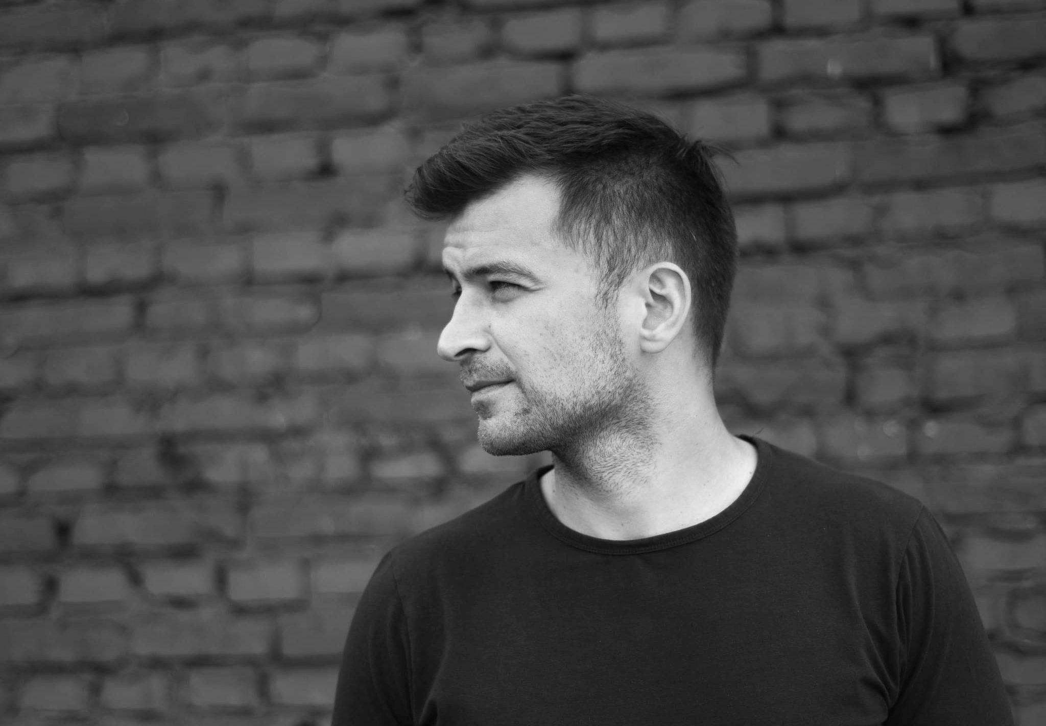 Popularność samotnika – rozmowa z Jakubem Małeckim [WYWIAD]